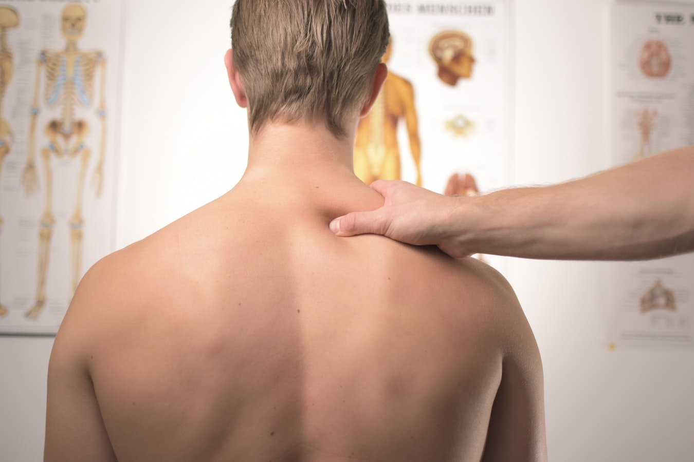 Therapie manuelle pendant une consultation ostéopathique